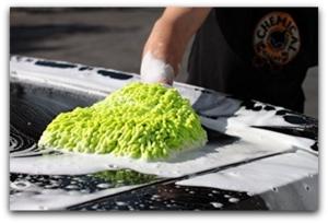 washing car with chenille wash mitt